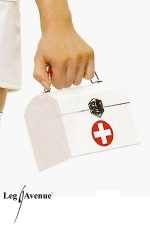 Sac à main Infirmière : Sac à main forme coffret fermé par un crochet, décoré d'une croix premiers sexours.