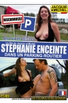 Stephanie enceinte dans un parking routier