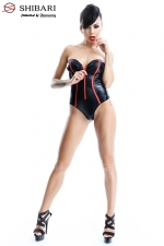 Body Fumi  : Body bustier en wetlook souligné de rouge, collection Shibari, par Demoniq.