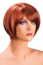 Perruque Mia rousse : Perruque rousse aux cheveux courts en carré avec mèche ayant un aspect actuel.