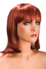 Perruque Camila rousse : Perruque rousse au look résolument moderne. Camila est mi-longue avec une frange effilée.